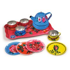Have tea case will travel. A pretty little tea set nestled neatly in a floral case. Floral design by French artist Nathalie Lete for Vilac-France. Tin Flowers, Thing 1, Flower Tea, Vintage Toys, Retro Toys, Kids Playing, Tea Time, Tea Party, Toddler Girls
