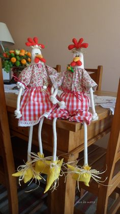 Easter Crafts, Fun Crafts, Sewing Hacks, Sewing Projects, Country Chicken, Chicken Crafts, Door Stopper, Doll Hair, Hens