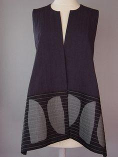 Short Round Neck Kimono Jacket with Abstract Pattern