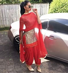 Haute spot for Indian Outfits. Patiala Dress, Patiala Salwar Suits, Punjabi Dress, Punjabi Suits, Pakistani Dresses, Indian Dresses, Indian Outfits, Churidar, Indian Salwar Suit
