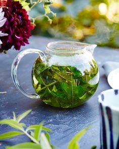 This herb has traditionally been used to help relieve symptoms of hay fever and sinusitis. Take advantage of the calming, soothing, and astringent properties of this natural plant. The loose herb can be prepared as herbal tea. And the supplement can usually be found in most health-food stores.