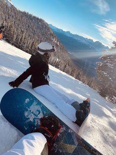 Freunde Cheer Up Your Window This Winter With A Backyard To Grace It! Mode Au Ski, Foto Casual, Vail Colorado, Ski Season, Ski And Snowboard, Snowboarding Style, Ski Ski, Foto Pose, Winter Pictures