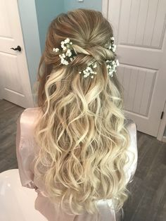 Romantic Wedding Hairstyles Down Pink - romantic wedding hair all down baby's breath in . - Romantic Wedding Hairstyles Down White – romantic wedding hair all down baby's breath in 2019 Source by Pinnoze - Half Up Wedding Hair, Romantic Wedding Hair, Wedding Hair And Makeup, Bridal Hair Half Up With Veil, Long Curly Wedding Hair, Bridal Makeup, Wedding Hair Curls, Wedding Down Dos, Curly Bridal Hair