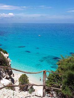 Cala Goloritzè : come raggiungerla - sardegnatoujours Beautiful Places To Travel, Beautiful Beaches, Wonderful Places, Beautiful World, Travel Around The World, Around The Worlds, Best Beaches To Visit, Italy Pictures, Verona