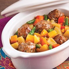 Vegetable dumpling stew - Caty& recipes - Dumplings simmering in a red wine broth, garnished with vegetables, is a guaranteed success! Meatballs And Gravy, Tasty Meatballs, Vegetable Dumplings, Confort Food, Good Roasts, Beef And Noodles, Cooking Recipes, Healthy Recipes, Nutrition Guide
