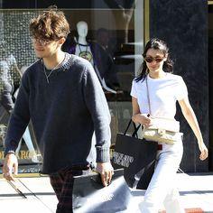 Bella Hadid Enjoys A Carefree Shopping Trip With Brother Anwar Hadid - http://oceanup.com/2017/03/23/bella-hadid-enjoys-a-carefree-shopping-trip-with-brother-anwar-hadid/