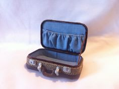 Tiny suitcase made from an Altoids tin