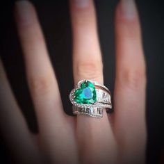 Nora ring: heart brilliant cut emerald of 5.73 ct (grs certificate).