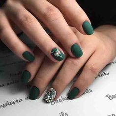 Emerald green nails are fascinating and exciting nail art design. Emerald green nails are definitely the color that wears on nails this s Matte Green Nails, Green Nail Art, Nude Nails, Matte Nails, Green Nail Designs, Nail Designs Spring, Cool Nail Designs, Easy Designs, Rhinestone Nails