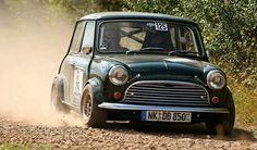 Mini in action Classic Mini, Classic Cars, Mini Countryman, Car Goals, Mini S, Mini Coopers, Cool Cars, Racing, Action