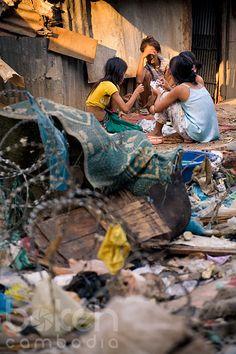 Women gambling in the slum of Dey Krahorm | Phnom Penh, Cambodia