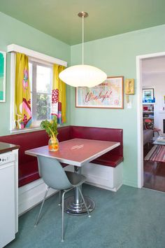 This banquet seating option makes me feel sublimely happy...(more great banquet dining pics at Apartment Therapy.)  PS I'd take this colorful/retro/old style over modern/sleek/white/or bamboo any day.