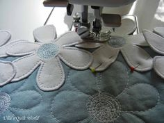Ulla's Quilt World: Flower tablecloth quilt - daisies, tutorial
