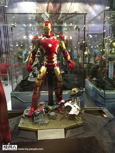 Hot Toys Reveals 'Thanos,' 'Hulkbuster' And More AVENGERS: AGE OF ULTRON Figures