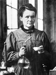 awesome Madame Marie Curie in Her Laboratory in Paris - 1921