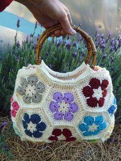 ideas crochet granny square purse african flowers for 2019 Sac Granny Square, Point Granny Au Crochet, Granny Squares, Crochet Shell Stitch, Crochet Motifs, Crochet Patterns, Hexagon Crochet, Crochet Handbags, Crochet Purses