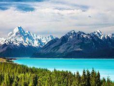 Google+El Lago Pukaki se encuentra  en la Isla Sur de Nueva Zelanda pasando por el Rio Tasman, que viene bajando desde los Glaciares Hooker y Tasman. Los dos lagos vecinos quedan separados por los Alpes del Sur, las vistas que se pueden tener desde el  Monte Cook son una maravilla Junto con los otros espejos de agua llamados Tekapo y Ohau
