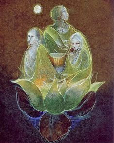 Triple Goddess ~ artist Susan Seddon - There are spirit guides all around you at all times. Call upon them for guidance and support. Art And Illustration, Michel Rocard, Nassim, Full Moon In Pisces, Maiden Mother Crone, Art Visionnaire, Namaste, Wicca, Sacred Feminine