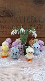 Steen in the cottage: Small crochet chicken Crochet Chicken, Easter Crochet Patterns, Easter Baskets, Textiles, Easter Crafts, Marie, Free Pattern, Diy And Crafts, Crochet Earrings