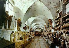 favorit place, catacomb dei, deck the halls, capuchin catacomb, sicili