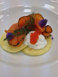 Blinis con salmone marinato http://www.chefrobertomaurizio.com/?p=185 #robertomaurizio #chef #congusto #blinis #salmone #caviale #panna #ricetta #ricette #antipasto #food #foodlover #foodlovers