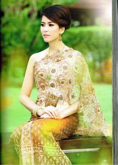 Khmer/Thai/Lao traditional wedding dress. One day I'll have a wedding dress like this