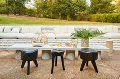 Spring is underway, which means it's time to rethink your outdoor oasis. If you have limited space, you can still achieve your decorating goals. Consider this collection of our favorite small patio ideas for inspiration. Small Outdoor Patios, Outdoor Dining, Outdoor Decor, Outdoor Rooms, The White Company, Elle Decor, New Patio Ideas, Backyard Ideas, Garden Ideas