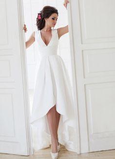 Короткое пышное свадебное платье ниже колена - http://1svadebnoeplate.ru/korotkoe-pyshnoe-svadebnoe-plate-nizhe-kolena-3488/ #свадьба #платье #свадебноеплатье #торжество #невеста