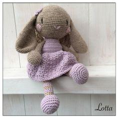 Galna i Garn: Fler ängla-kaniner... Easter Crochet, Crochet Round, Crochet Bunny, Knit Crochet, Crochet Hats, Knitted Dolls, Crochet Dolls, Stitch Patterns, Crochet Patterns
