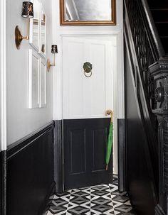 Peindre son couloir via des murs noirs et blancs