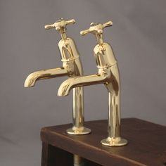 Mid century pillar taps in polished brass, ideal for Belfast sinks. These are fully refurbished and tested.http://www.architecturaldecor.co.uk/collections/antique-bathroom-fittings/products/pair-vintage-brass-belfast-sink-taps