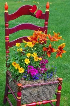 A Whimsical Garden Chair in Remembrance of Sydney Grace - My Garden Decor List Garden Chairs, Garden Planters, Fall Planters, Beautiful Gardens, Beautiful Flowers, Chair Planter, Old Chairs, Deck Chairs, Dining Chairs