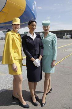 """En 1968, Air France, le pidió que aceptase diseñar el uniforme de sus azafatas. Según el comunicado de prensa de Air France en 1968 los uniformes se adecuaban a las necesidades de las azafatas """"elegancia, libertad de movimiento y adaptabilidad a cambios climáticos bruscos, al mantenimiento de una buena apariencia después de un largo viaje""""."""