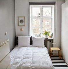 Minimalist Bedroom Ideas - Less is more might sound like a vapid expression. However with the minimalist design trend, that's the spirit of this philosophy of design small bedroom. Very Small Bedroom, Small Room Bedroom, Home Bedroom, Narrow Bedroom Ideas, Small Minimalist Bedroom, Trendy Bedroom, Bedroom Layouts For Small Rooms, Long Narrow Bedroom, Small Bedroom Inspiration