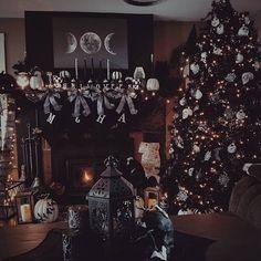 Dark aesthetic for Christmas Home Decor Black Christmas Tree Decorations, Black Christmas Trees, Christmas Time Is Here, Christmas Room, Christmas Themes, Halloween Decorations, Holiday Decor, Halloween Christmas Tree, Nightmare Before Christmas Tree
