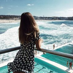 I always feel like a tourist in my home city 🌻💙🌊🍑 Most Beautiful, Beautiful Pictures, Daisy Dress, Trending Topics, Cool Photos, Cover Up, Short Sleeve Dresses, Street Style, City