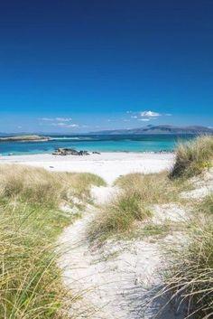 North shore beach of Iona, Scotland, just off the coast of the Isle of Mull, UK Paradise Island, North Shore Beaches, Uk Beaches, Tropical Beaches, Places To Travel, Places To See, Isle Of Iona, Scotland Travel, Scotland Beach