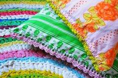 Lovely colorful crochet trims in lovely retro pattern pillows - Pikku-ketun puuhamaa