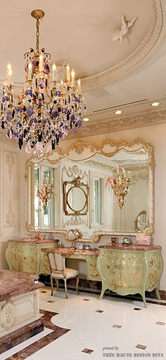 This is a Baroque powder room/bathroom. It is a very sophisticated room, and the main color is golds and creams with a little bit of a color splash on the chandelier and the vanity. Classic Decor, Decoration Baroque, Muebles Shabby Chic, Interior Decorating, Interior Design, Interior Ideas, Luxury Interior, Luxury Rooms, Baroque Fashion
