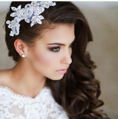 Love this hair piece add a birdcage veil to it