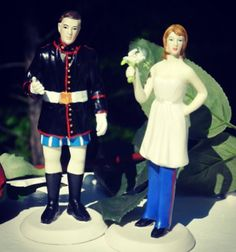 HAHAHAHA! USMC wedding cake topper I'd never use it, but it sure is funny