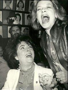 Elizabeth Taylor y Lauren Bacall...Uploaded By www.1stand2ndtimearound.etsy.com