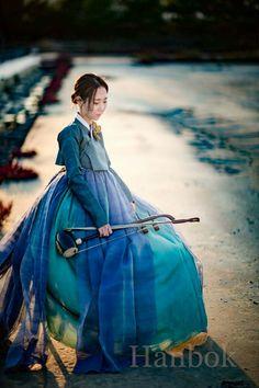 "from the story 12 chòm sao by (~Rikikuto~Hiền~) with 535 reads."", ""pinner"": {""username"": ""first_name"": ""Carrie"", ""domain_url"": null, ""is_default_image"": true,. Korean Traditional Clothes, Traditional Fashion, Traditional Dresses, Korea Dress, Modern Hanbok, Culture Clothing, Vogue Korea, Korean Art, Oriental Fashion"