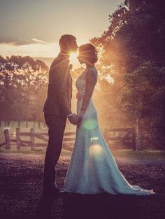 Know the time of the sunset on your wedding day!