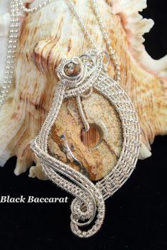 Collana con ciondolo wirewrapped in silver filled e donut di - artesanum com Wire Wrapping, Washer Necklace, Wraps, Jewelry Making, Wire Work, Handmade, Jewellery, Black, Hand Made