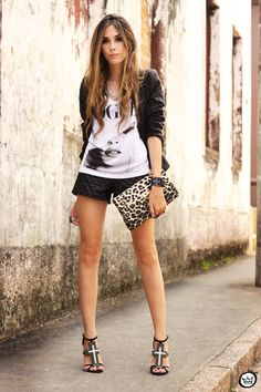 Edgy. Graphic Vogue tee, black leather short, animal print clutch, leather jacket.(Flavia Desgranges)