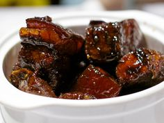A Song of Spice and Fire: The Real Deal With Hunan Cuisine. No recipes; an interesting article on the cuisine. Real Chinese Food, Chinese Street Food, Braised Pork Belly, Pork Belly Recipes, Malaysian Food, Serious Eats, Pot Roast, Catering, Chinese Recipes