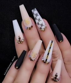 Prized by women to hide a mania or to add a touch of femininity, false nails can be dangerous if you use them incorrectly. Types of false nails Three types are mainly used. Glam Nails, Bling Nails, My Nails, Cute Acrylic Nail Designs, Best Acrylic Nails, Creative Nail Designs, Perfect Nails, Gorgeous Nails, Perfect Makeup