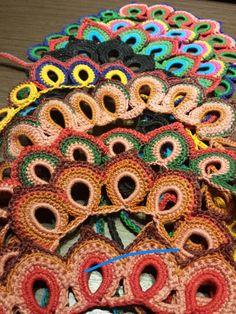 Colares Arabescos coloridos, um show de estilo!
