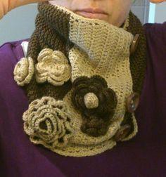 Cuello de punto y crochet con flores. Para estar calentito